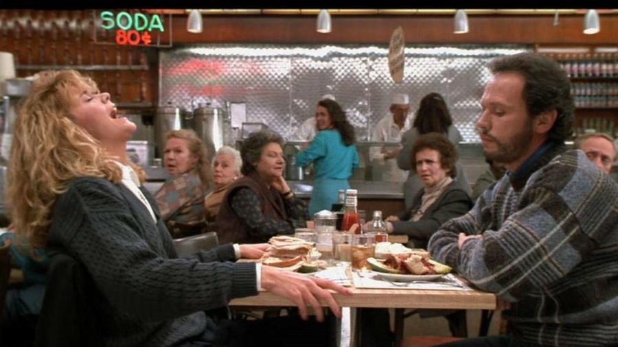 Igazából ez inkább egy baráti randi, mint egy randi-randi, de Sall (Meg Ryan) lenyűgöző alakítása az ebédnél nem tud kimenni a fejünkből. (Columbia Pictures Corporation)