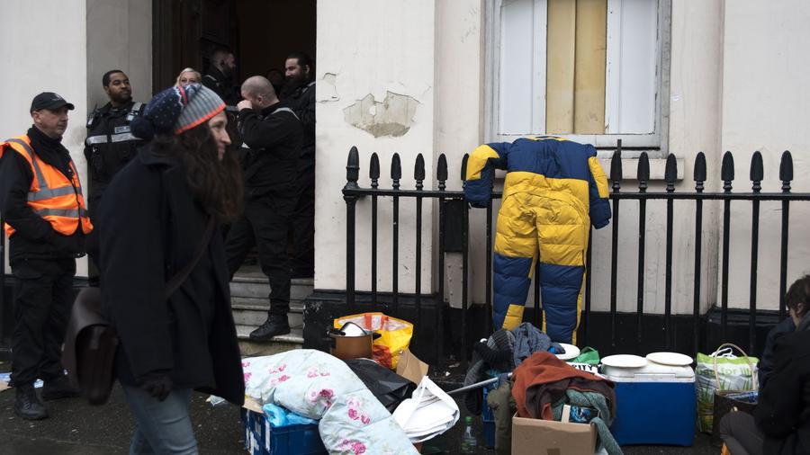 Anarchista lakásfoglalók vad bulival foglalták el egy orosz oligarcha 15 millió fontos londoni villáját 2010-ben. A csoport 8 napig tartózkodott az Andrey Goncharenko tulajdonában levő Eaton Square-en található épületben, és teljesen tönkretették. (Alberto Pezzali/Pacific Press via ZUMA Wire/Shutterstock)
