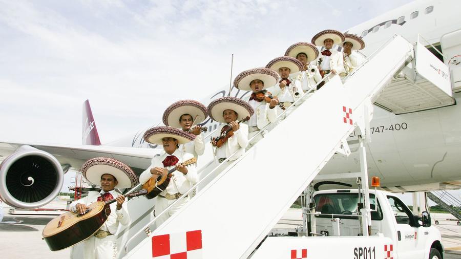 """Az Interjet Mexikói légitársaság például 30% -os kedvezményt adott a San Luis Potosi-ba induló járatára a következő szlogennel:  """"Te is Rubi szülinapjára mész? (Steve Bell/Shutterstock)"""