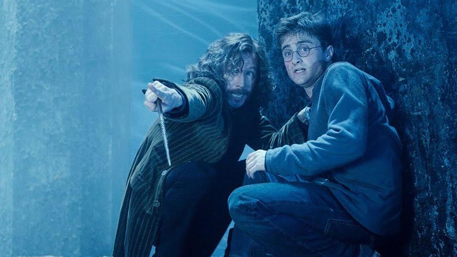 Harry Potter keresztapja igencsak durva dolgokat bevállalt azért, hogy megvédje Harry-t - még azt is engedte, hogy bezárják Azkabanba egy olyan bűnért, amit el sem követett. Sirius Black a végén még az életét is feláldozza a fiúért, akinek sikeresen mutatja meg, hogy igenis van családja, amire bármikor számíthat.