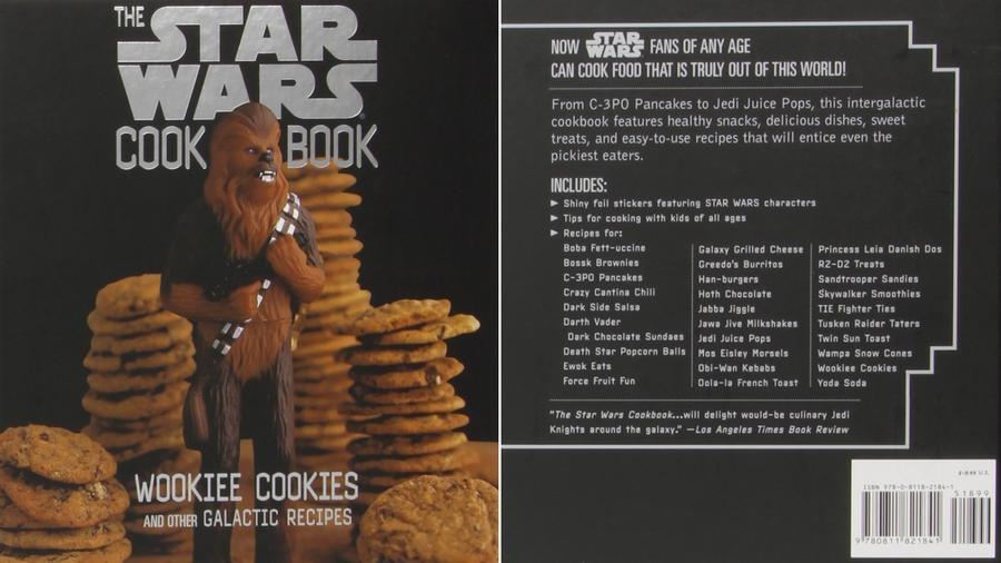 Ebben az 1998-as kiadású könyvben van Wookie-cookie és Boba Fett-uccsini recept is. Szóval tulajdonképpen átlagos kaják, Star Wars témájú nevekkel felturbózva. (amazon.com)