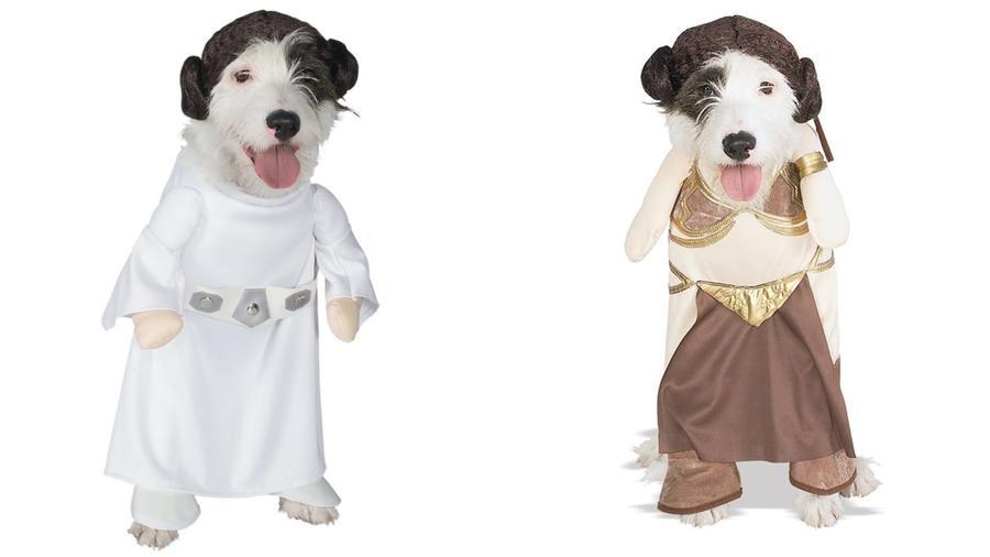 Egészen hihetetlen, de létezik Leia hercegnő jelmez kutyák számára is - még a frizuráját utánzó rugalmas fejpántot is csomagoltak hozzá. Bónusz: hagyományos és szexrabszolga verzióban is elérhető. (officialstarwarscostumes.com)