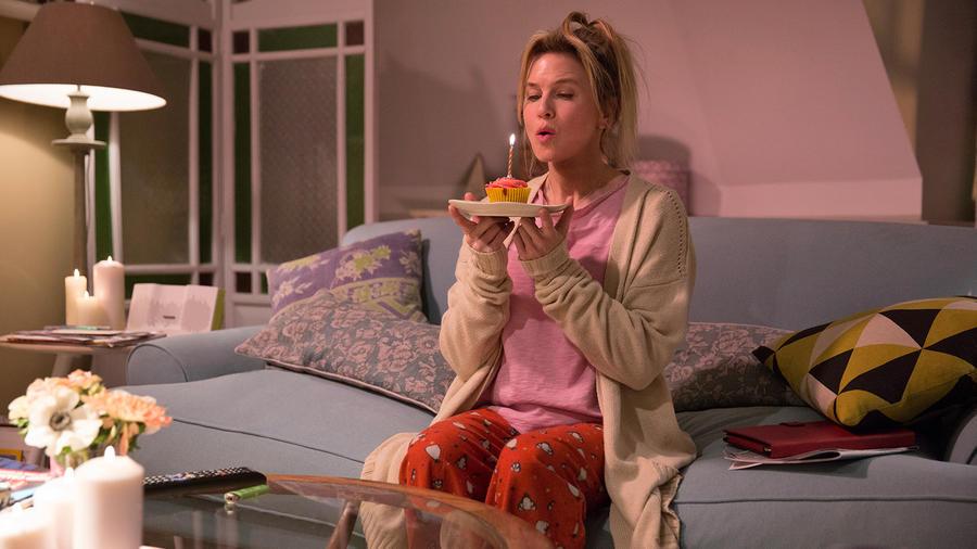 A 43. születésnapját ünneplő Bridget az új történetben már egy jelentős tévéműsor díjnyertes producere. Már nem cigizik, alig iszik alkoholt, az önismereti könyveket pedig leváltotta politikai irodalomra. Azért akad még, amiben nem változott: nagyon ügyesen kerül kalamajkába. Most például terhes lesz, de nem tudja, kitől.
