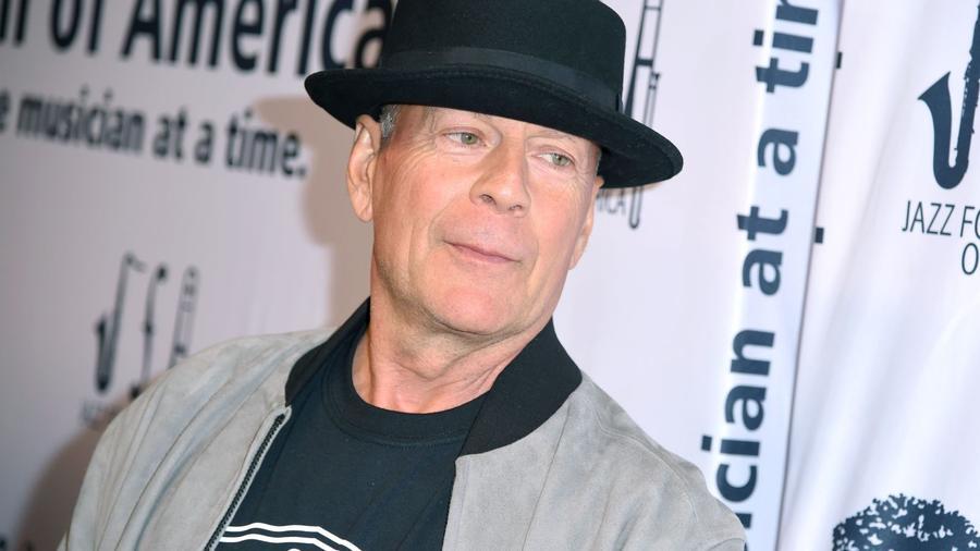 A világ talán egyik legnépszerűbb filmsztárja, Bruce Willis sem maradhat ki a felsorolásunkból, hiszen ő is szolgáltatott már hazárdjátékos sztorit a sajtónak. Egy hír szerint például egyszer félmillió dollárt nyert Atlantic Cityben a bakkara elnevezésű kártyajátékkal. (Stephen Lovekin/Shutterstock)