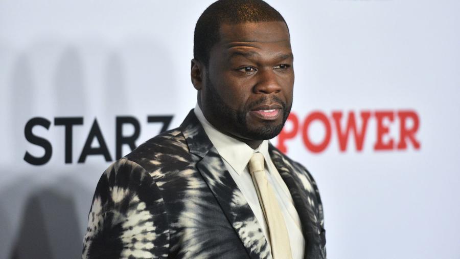 A sokat megélt rapper, 50 Cent őrült sportfogadási mániájáról híres. Az elmúlt évek egyik leginkább várt bokszeseménye volt az amerikai Floyd Mayweather és a fülöp-szigeteki Manny Pacquiao valtósúlyú mérkőzése, amelyet 2015. műjus 2-án rendeztek meg Las Vegasban. 50 Cent barátunk pedig nem volt rest, és 2 millió dollárt tett fel Mayweather győzelmére. A kérdés, nyert-e? A válasz: igen, bár akadtak, akik nem voltak elégedettek a pontozással. (Erik Pendzich/Shutterstock)