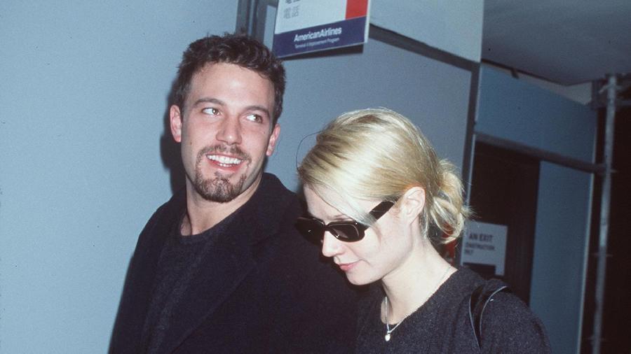 ...Gwyneth Paltrow-val is. A szőke szépség egyébként a jegyese volt... (Getty Images)