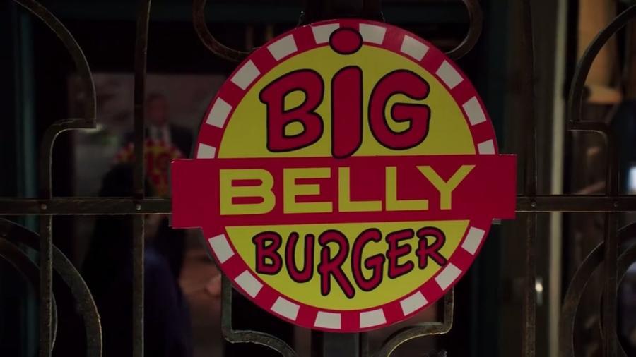 A Big Belly Burger fontos helyszín az Arroe John Diggle-je számára, de Central City-ben is feltűnik. A képregényben a hamburgerező Lex Luthor tulajdona Coast City-ben.  (The CW)