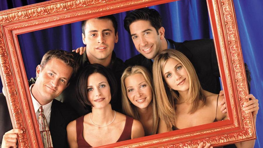 A 8. évadban Joey és Phoebe miatt szétverik az ajtót, és új zárakat helyeznek fel. Rachel régi kulcsai tehát nem működhetnének.