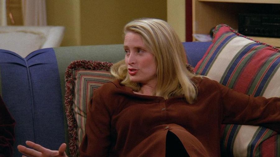 Az 1. évadban Ross azt mondja Joey-nak és Chandlernek, hogy Carol az egyetlen nő, akivel lefeküdt. Ez hazugság. Hogy miért?