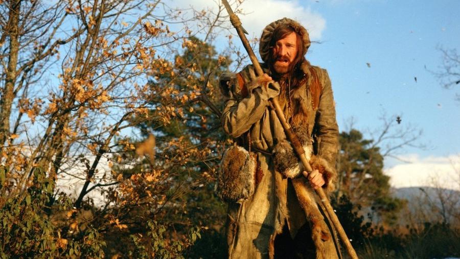 A visszatérő című film 1971-es társában Richard Harris egy késő 19. századi szőrmevadászt játszik, akit társai a vadonban hagytak meghalni, miután egy medve megtámadta őt. És hát ahogy korábban is mondtuk, a természet kontra ember dolog elég komolyra és véresre is fordulhat... (Warner Bros.)