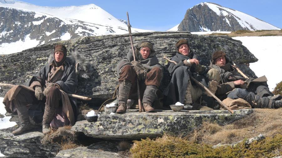 A visszaút meglehetősen részletesen és fájdalmasan mutatja be egy túlélőcsapat szabadulását és túráját, amelyet egy szibériai tábor és Mongólia között tesznek meg. (Image Entertainment)