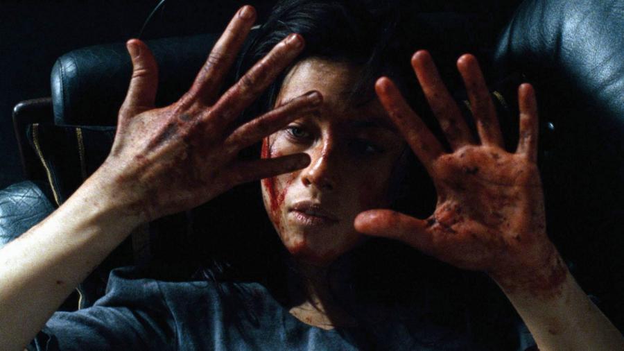 A francia film főszereplője egy fiatal nő, aki bosszút áll azokon, akik gyermekkorában elrabolták és kínozták őt. Egy másik kínzottal együtt teljesen elkapja őket a hév és szörnyű dolgok történnek... (Canal+)