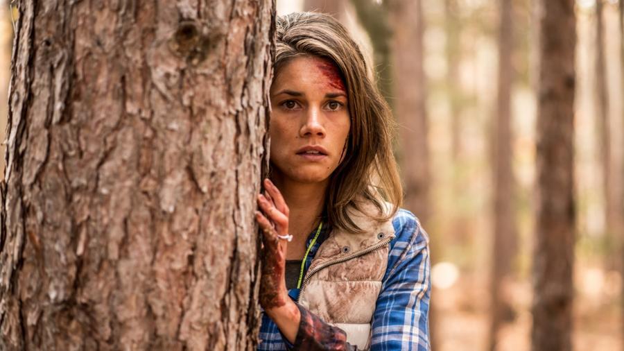 Újabb film, ahol egy pár úgy gondolta, hogy jó lesz egyedül a természetben. Az erdőben azonban a romantika helyett csak helyi abúzorokra és vadállatokra találnak... (D Films)