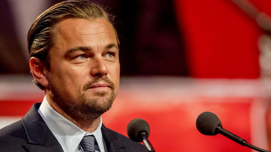 Leonardo di Caprio mindössze 14 éves volt, amikor az első ügynökével szerződést kötött, a középsikolát már csak – magánórákkal – tudta épp hogy befejezni, mert már akkor a színészi munka és a tanulás között egyensúlyozott. Di Caprio sose járt egyetemre, mégis Hollywood egyik legbefolyásosabb celebje manapság. (REX/ Shutterstock)
