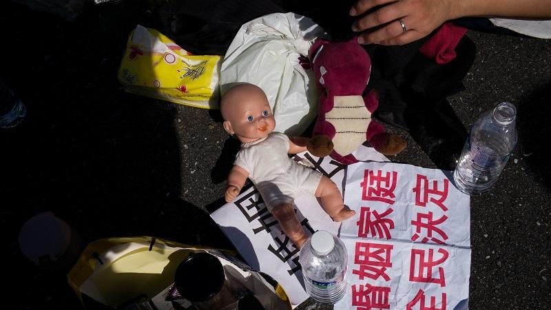 Ha egy pediófóbot várunk vendégségbe, rejtsük el a babákat, a barbikat, és a csecsemőkorú gyermekeinket: ők ugyanis vallásosan rettegnek a babáktól. Pontosabban mindentől, ami emberre emlékeztet, de mégsem tökéletesen ugyanaz. Halálra rémiszthetőek egy próbababával. (Getty Images)