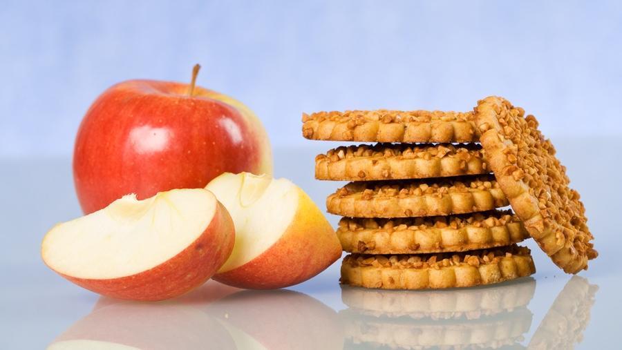 A kekszek tovább maradnak puhák, ha tároláshoz egy szelet almát is teszel melléjük. (Shutterstock)