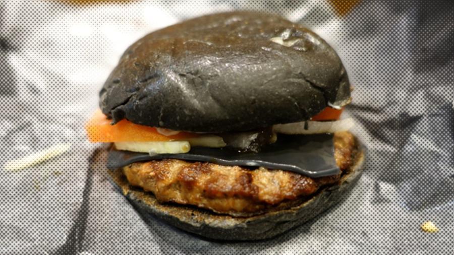 Fekete hamburger a japán Burger Kingből