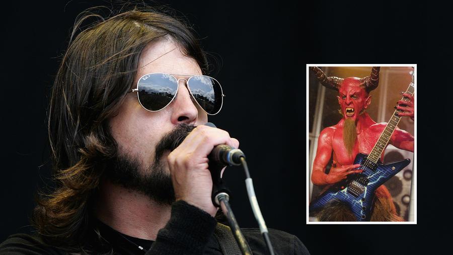A Foo Fighters frontembere, Dave Grohl a Jack Black és Kyle Gass filmjében, a Tenacious D, avagy a kerek rockerek-ben alakította a Sátánt. Természetesen elképesztően menő volt, mint minden más is, amit csinál. (Getty Images / Red Hour Films)