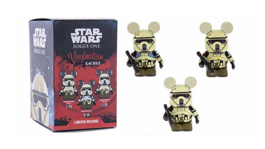 Ha már Rouge One, kezdjük ezekkel a Vinylmation Eachez Shoretrooperekkel. A Disney vidámparkjaiban érhető el rendszeresen az ilyen limitált szériás, Miki egér fülű figurakészlet. Tetézi a gyüjtői dilit, hogy a dobozban nem egyforma eséllyel vannak bizonyos figurák, így a ritkábbakhoz való hozzájutáshoz akár 20 is vásárolnunk kell mire a kívánt csecsebecsét megkaparinthatjuk. (WDWNT / Disney)