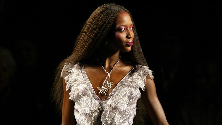 """A csak """"párductestűként"""" emlegetett topmodell színes bőrű nők millióinak példaképe: ő  volt az első színes bőrű manöken, aki a brit és a francia Vogue, illetve a Time magazin címlapjára is felkerült. Bár a természete hírhedten szeszélyes, az öltözködése a kezdetektől kifinomult és kifogástalan, nem véletlenül próbálják olyan sokan másolni. (Getty Images)"""