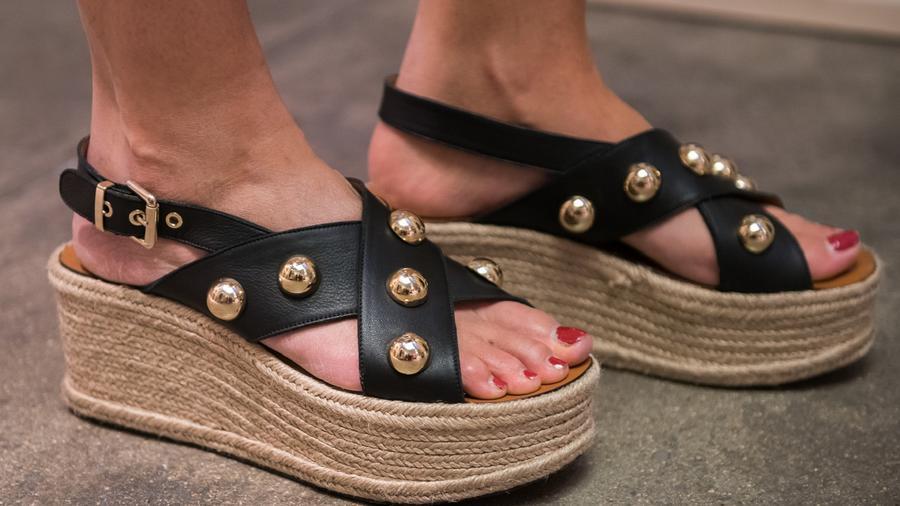 Viselőjének pataszerű lábakat kölcsönöz - érthetetlen, hogy miért tartja magát ez a fazon a legváltozatosabb formákban évek óta. Kiirthatatlannak tűnik, pedig mennie kellene. (Getty Images)