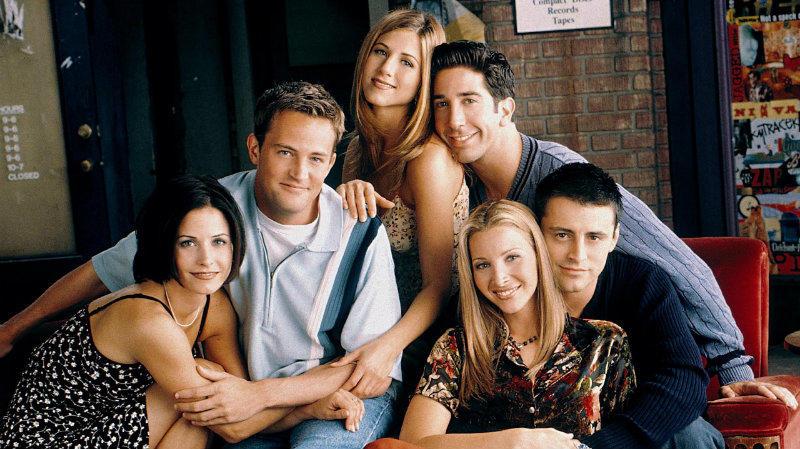 """A kezdetekkor Jennifer Aniston, David Schwimmer, Matthew Perry, Courteney Cox, Matt LeBlanc és Lisa Kudrow """"mindössze"""" 20ezer dollárt, vagyis 5 millió forintot kaptak epizódonként, ami a sorozat végére szépen felkúszott 1 millió dollárra (290 millió forint). (NBC)"""