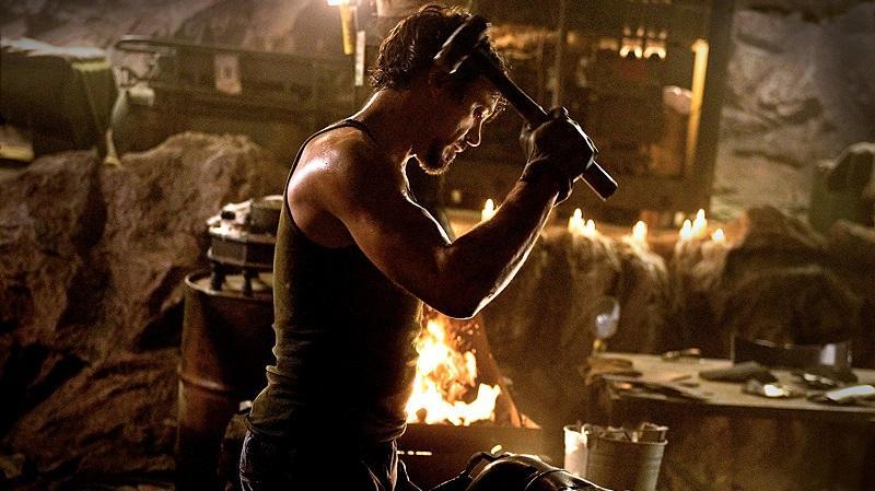 Robert Downey Jr. heti öt alkalommal edzett, hogy kigyúrja magát a szerepre. Az edzésterv súlyzós edzésekből, és küzdősportokból állt. (Marvel)