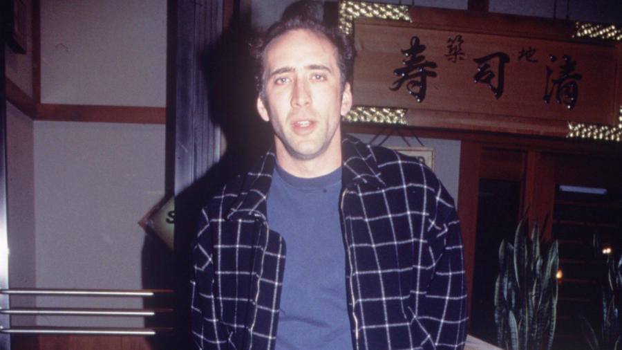 Noha az 1993-as filmre igazán illusztris szereplőgárda jött össze, lásd Charlie Sheen vagy a nemrég elhunyt Peter Fonda, ám Cage olyan, mint egy pórázról elengedett véreb, aki egy nyerőben lévő hazárdjátékos és egy őrült keverékét hozza, ám igazából nem is akarjuk tudni, hogyan gyúrta mindezt össze egy karakterré. (Shutterstock)