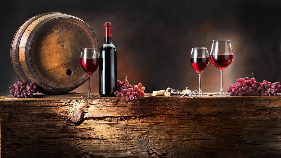 A mértékletes vörösbor-fogyasztás csökkentheti az Alzheimer-kór kialakulásának esélyét. (sezzmedi.com)