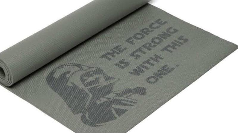 Engedd hogy lótuszülésben átjárjon az erő! (Thinkgeek/ Disney)