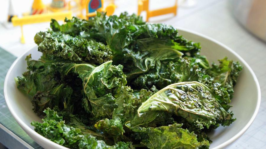 A kel, a brokkoli és a spenót folsavban gazdag. a folsav pedig csökkenti a vérben lévő káros aminosavak hatásait. (urbanbushbabes.com)