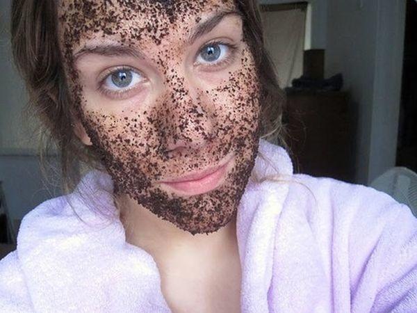 Ha darált kávét iszol vagy nem dobtad még ki a zaccot, meg vagy mentve, ugyanis használhatod bőrradírként vagy pakolásként! A kávéban lévő antioxidánsok és a koffein csodát művel fáradt arcbőröddel.