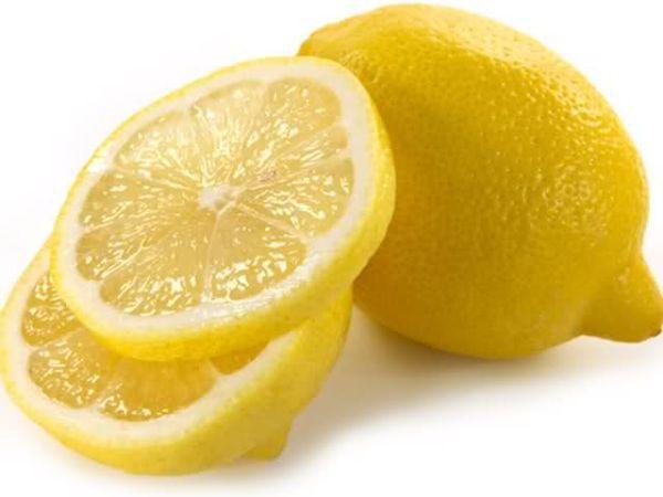 Minden felsőd besárgult a hónaljadnál? Csavard ki egy citrom levét és dörzsöld be vele a foltokat. Az eredmény: volt folt, nincs folt!